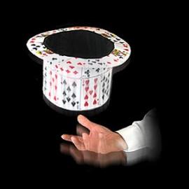 Éventail de cartes en Chapeau Claque
