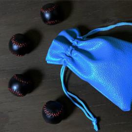 Set de 4 baseballs noires en cuir